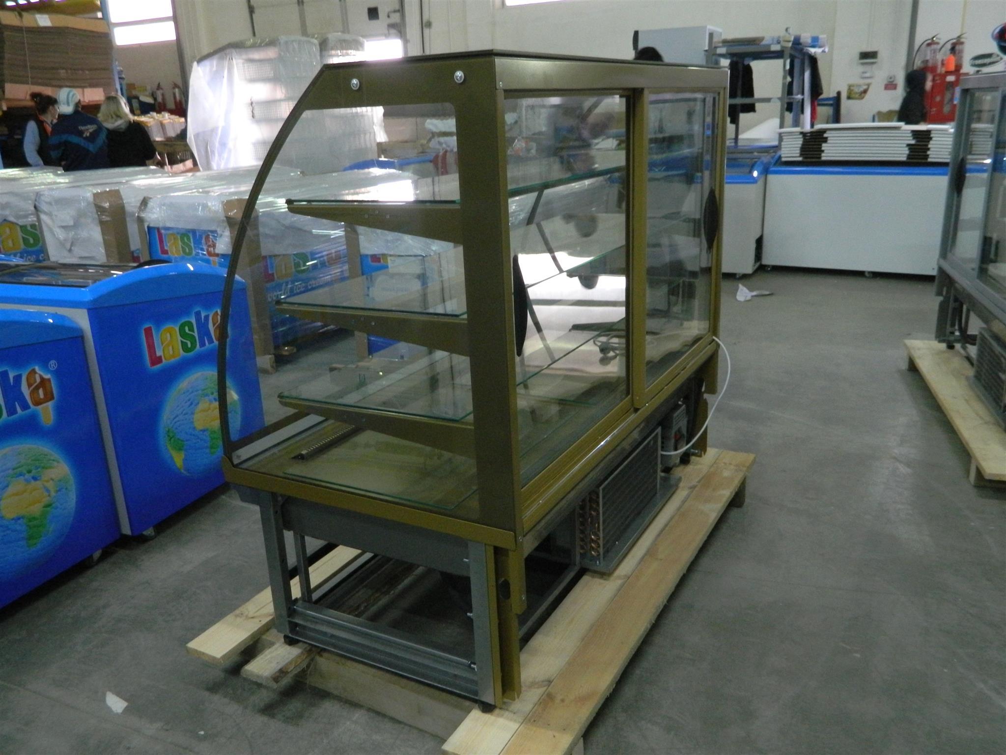 Кондитерская витрина Люкс-класса VDL 158